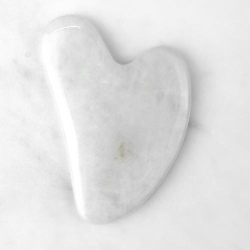 Массажер скребок гуаша белый агат сердце
